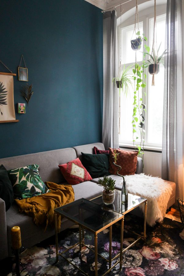 A Guide to Decorating Living Room Walls